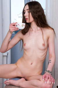 Model Mary Breeze in Young Beauty
