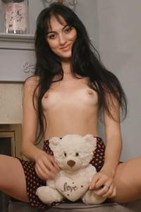 Model Corinna in Petite Beauty