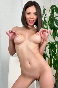 Model Eve Sweet in Like What You See